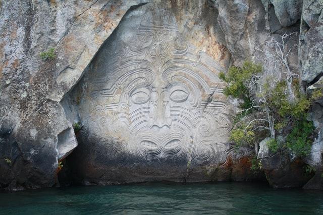 maori rock carving, lake taupo